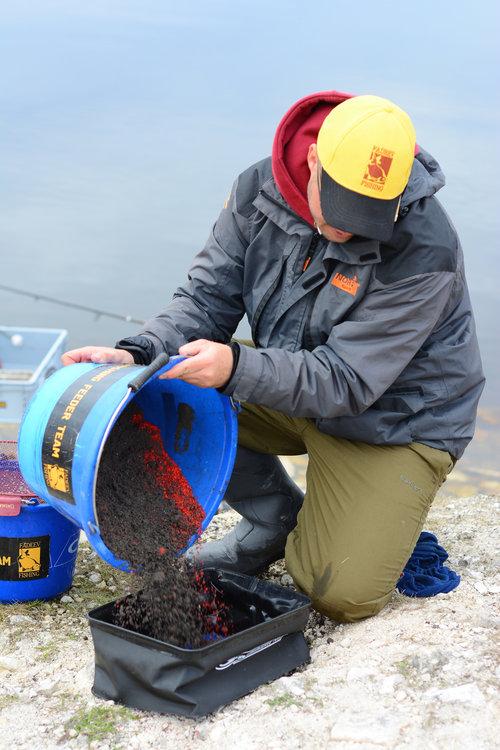 контейнер для прикормки рыбы